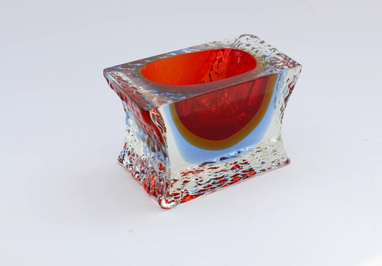 Textured and Faceted Murano Sommerso Ice Glass Bowl Attributed to Mandruzzato In Good Condition For Sale In Landau an der Isar, Bayern