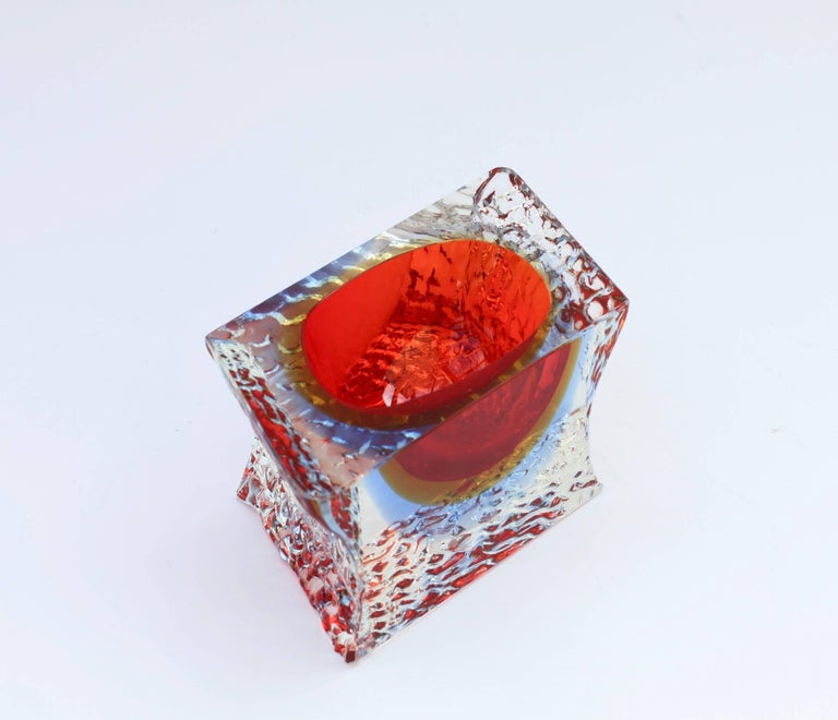 20th Century Textured and Faceted Murano Sommerso Ice Glass Bowl Attributed to Mandruzzato For Sale