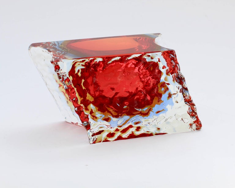 Blown Glass Textured and Faceted Murano Sommerso Ice Glass Bowl Attributed to Mandruzzato For Sale