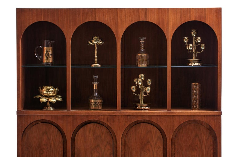 T.H. Robsjohn-Gibbings Coliseum Display Cabinet In Good Condition For Sale In Saint Louis, MO