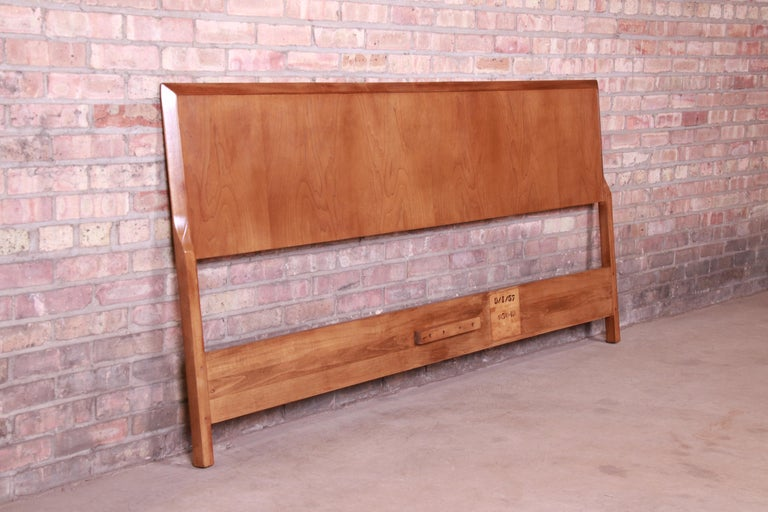 T.H. Robsjohn-Gibbings for Widdicomb Walnut King Size Headboard, Newly Restored In Good Condition For Sale In South Bend, IN