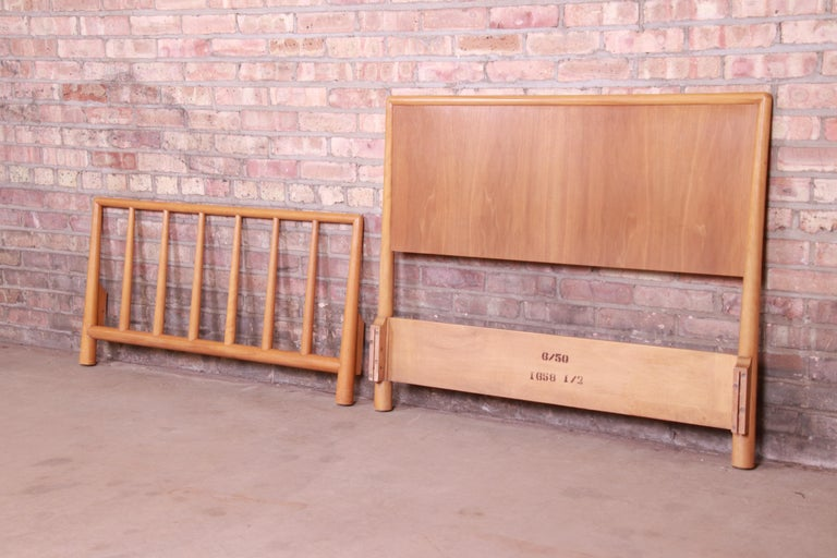 T.H. Robsjohn-Gibbings for Widdicomb Walnut Twin Size Bed, 1950 In Good Condition For Sale In South Bend, IN