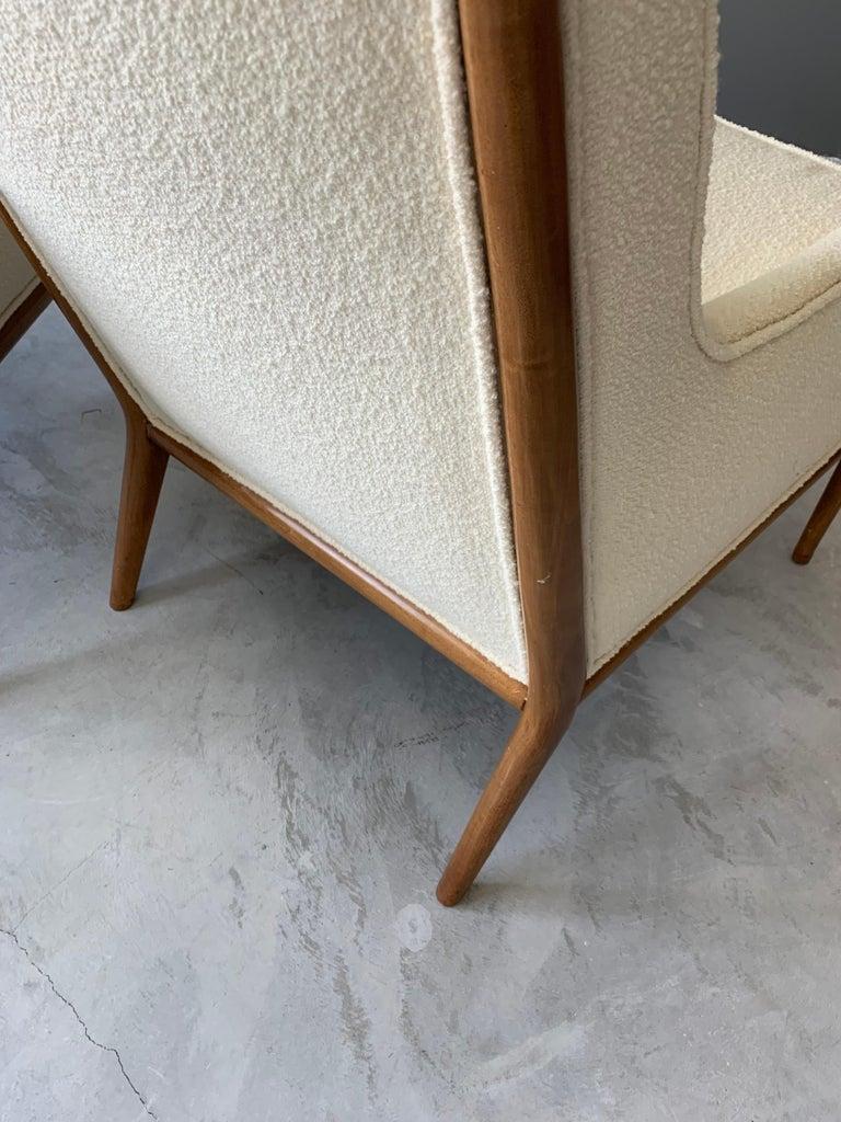 T.H. Robsjohn-Gibbings, Rare Lounge Chairs, Walnut, Off-White Fabric, Widdicomb For Sale 1
