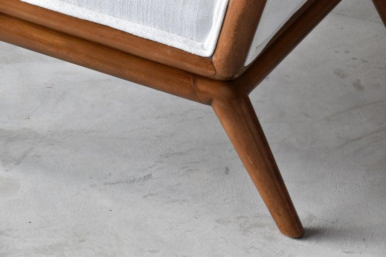 T.H. Robsjohn-Gibbings, Rare Slipper Chairs, Walnut, White Fabric, Widdicomb For Sale 3