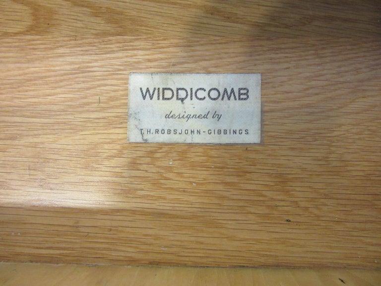 Walnut T.H. Robsjohn-Gibbings Side, End Table / Nightstand for Widdicomb For Sale
