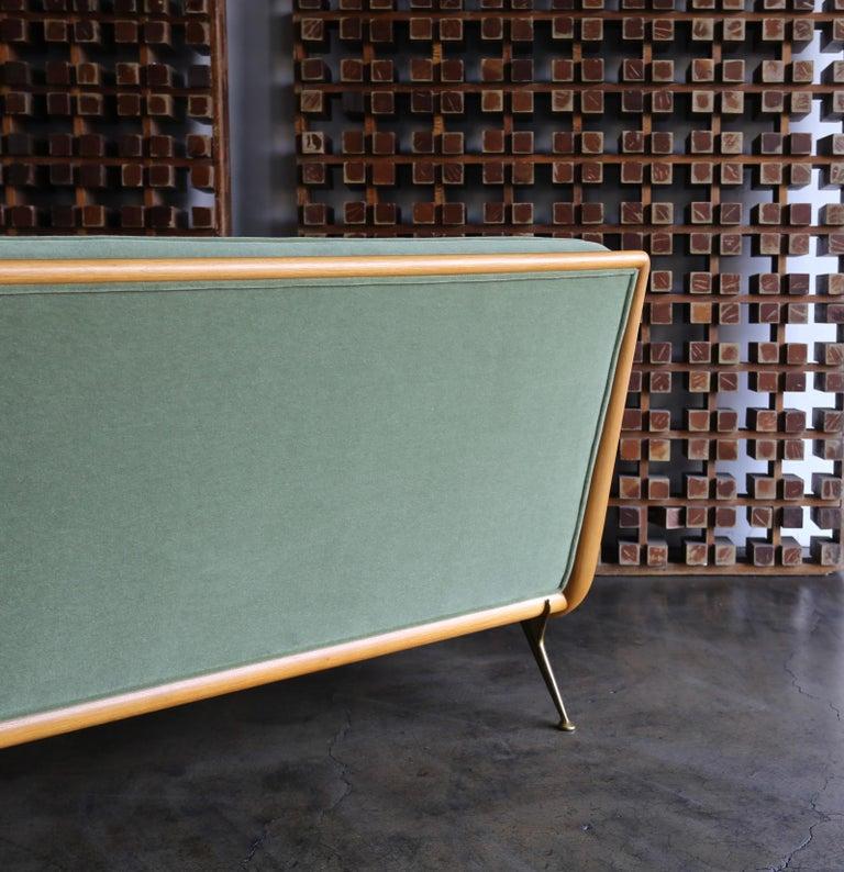T.H. Robsjohn-Gibbings Sofa, Model 1727 for Widdicomb, circa 1955 In Good Condition For Sale In Costa Mesa, CA