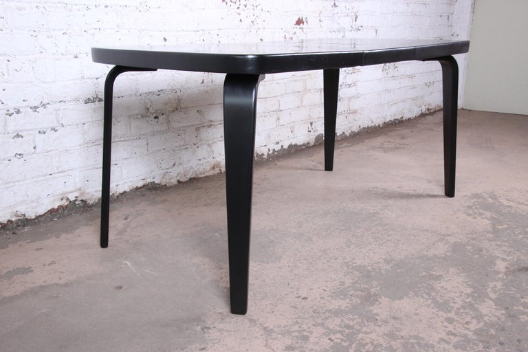 Thaden Jordan Black Lacquered Bentwood Birch Extension Dining Table, 1940s In Good Condition In South Bend, IN