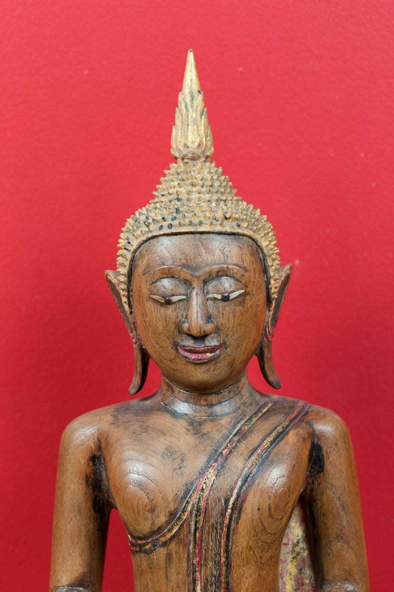 Thai 18th Century Carved Teak Seated Buddha Calling the Earth to Witness In Good Condition For Sale In Yonkers, NY