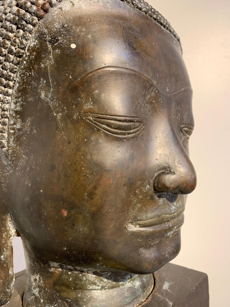 Thai Bronze Head of the Buddha, Ayutthaya U-Thong Style, 14th-15th Century For Sale 6