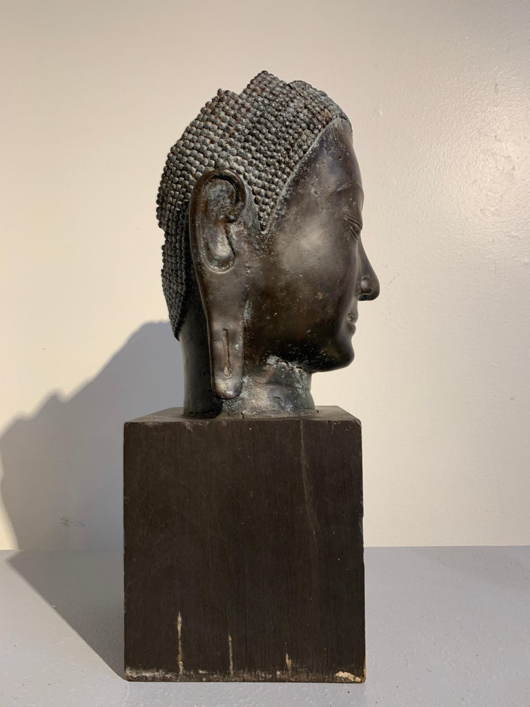 Thai Bronze Head of the Buddha, Ayutthaya U-Thong Style, 14th-15th Century For Sale 1