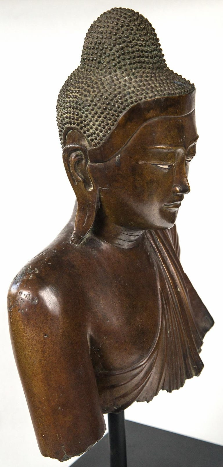 Burmese Bronze Head of the Buddha In Good Condition For Sale In Woodbury, CT