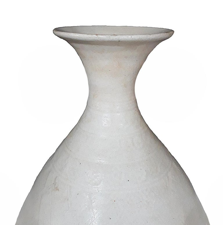 Thai Ceramic Vase, Early 20th Century In Good Condition For Sale In New York, NY