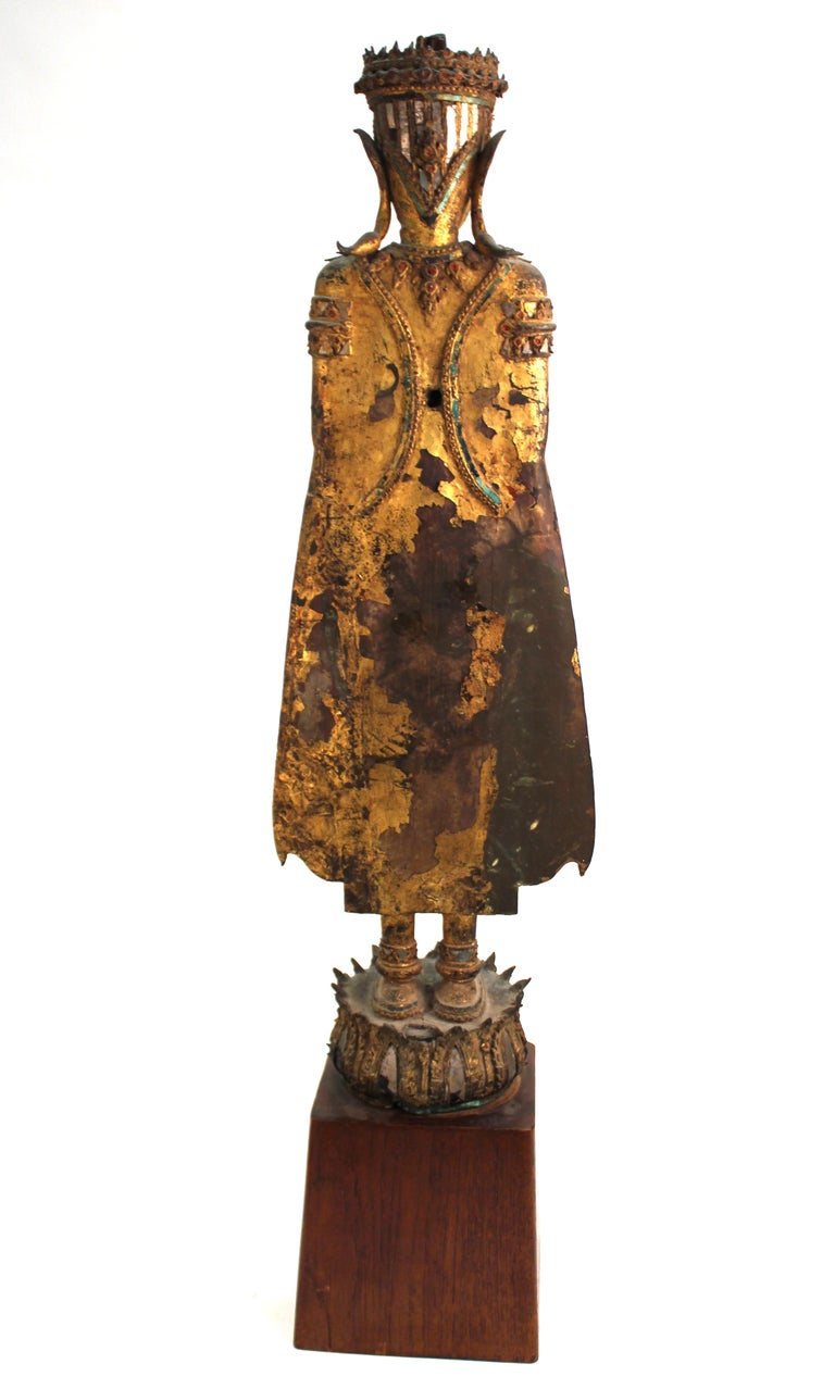Thai Gilded Mirrored Bronze Buddha Statue on Wooden Base In Good Condition For Sale In New York, NY