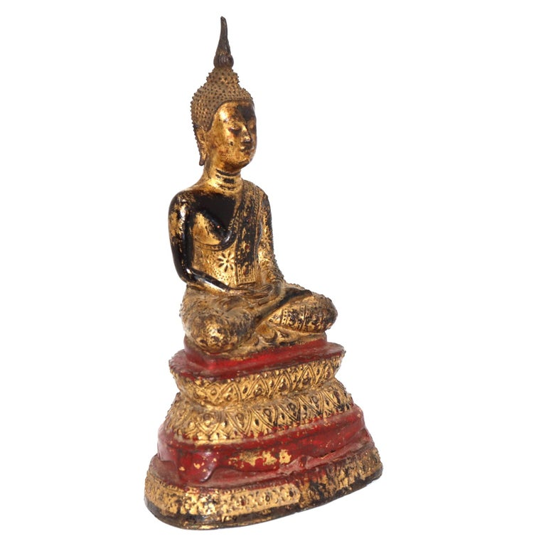 Thai Gilt Bronze Sculpture of a Seated Buddha In Good Condition For Sale In New York, NY