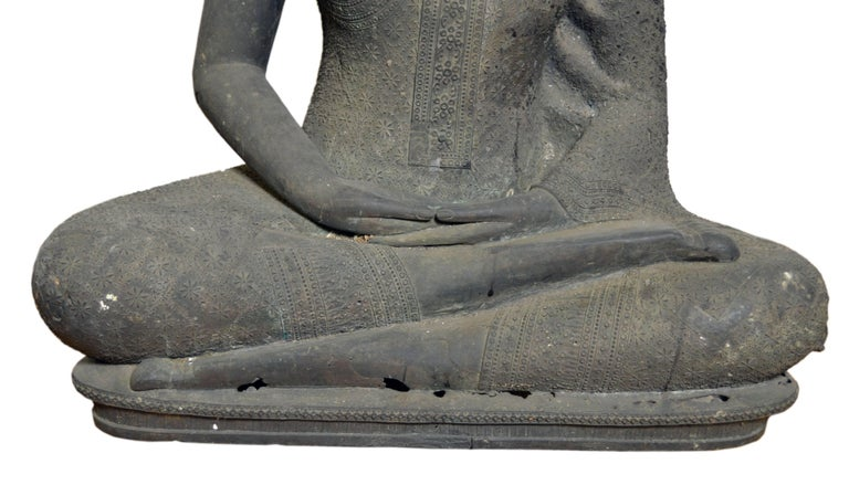 20th Century Thai Turn of the Century Bronze Seated Buddha Sculpture with Dark Patina For Sale