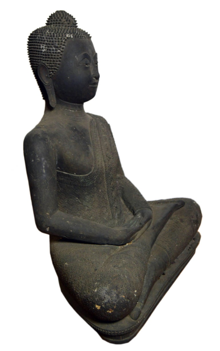 Thai Turn of the Century Bronze Seated Buddha Sculpture with Dark Patina For Sale 1