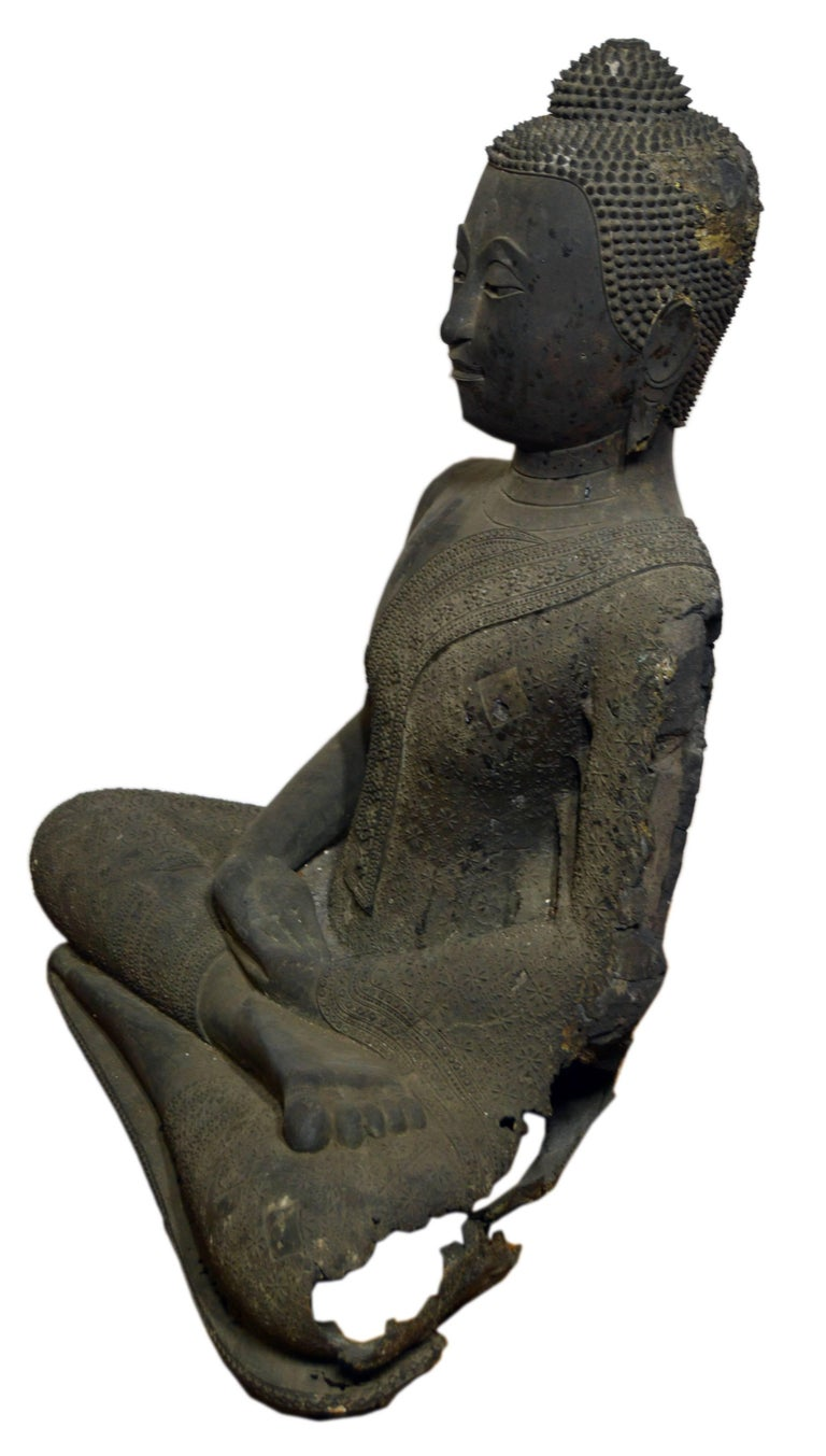 Thai Turn of the Century Bronze Seated Buddha Sculpture with Dark Patina For Sale 2