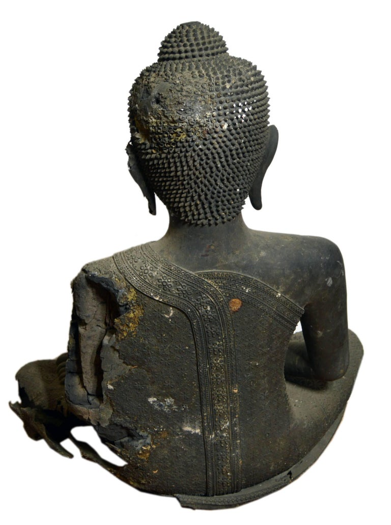 Thai Turn of the Century Bronze Seated Buddha Sculpture with Dark Patina For Sale 3