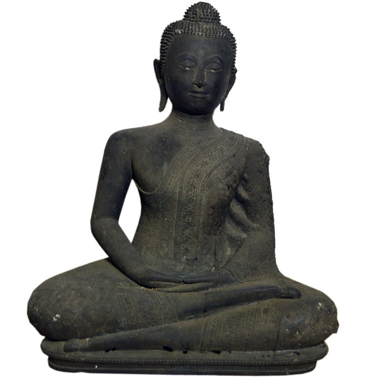 Thai Turn of the Century Bronze Seated Buddha Sculpture with Dark Patina For Sale