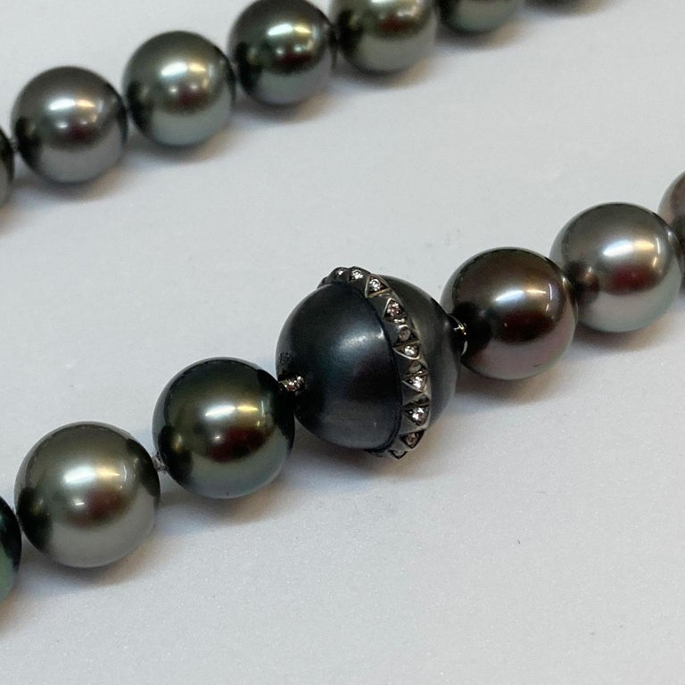 Round Cut Thaiti Pearl Choker Necklace with 18 Karat White Gold Clasp and Brilliants For Sale