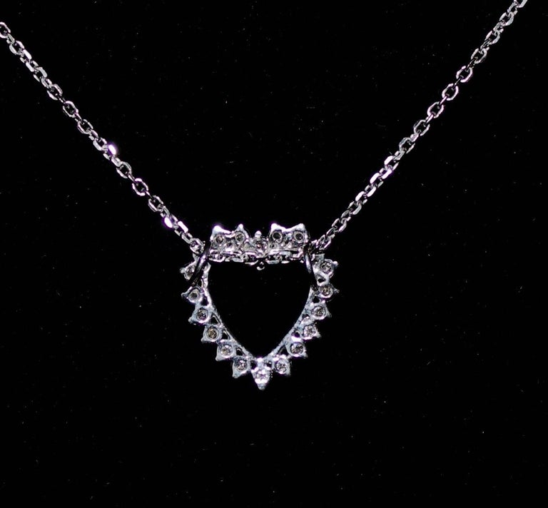 Classic Diamond Heart Necklace in White Gold In Excellent Condition For Sale In Wailea, HI