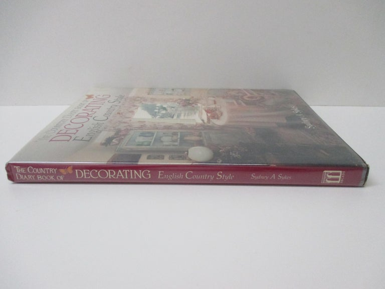 The Country Diary Book of Decorating English Country Style In Good Condition For Sale In Oakland Park, FL