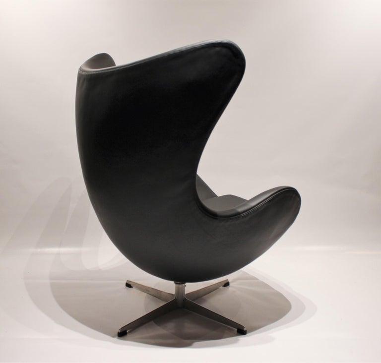 Scandinavian Modern Egg, Model 3316, Black Leather by Arne Jacobsen and Fritz Hansen, 1960s