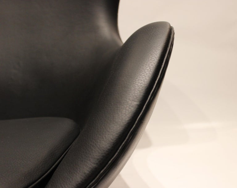 Egg, Model 3316, Black Leather by Arne Jacobsen and Fritz Hansen, 1960s In Good Condition For Sale In Lejre, DK