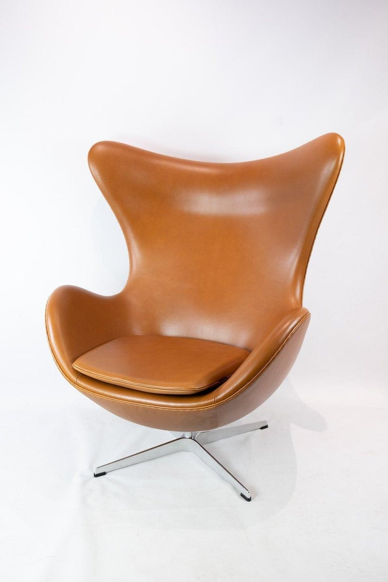 The egg, model 3316 designed by Arne Jacobsen in 1958 and manufactured by Fritz Hansen. The chair is with original upholstery in cognac walnut leather and is in great condition.