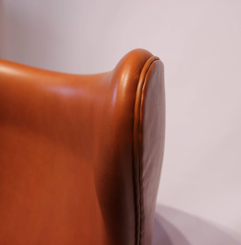 The Egg, Model 3316, Cognac Leather by Arne Jacobsen and Fritz Hansen For Sale 1
