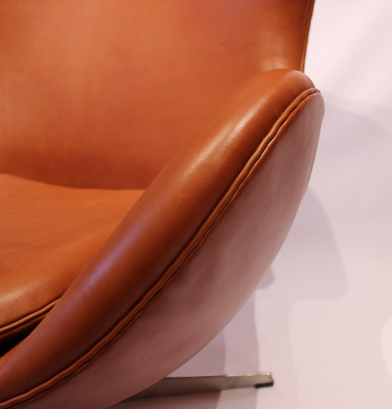 The Egg, Model 3316, Cognac Leather by Arne Jacobsen and Fritz Hansen For Sale 2