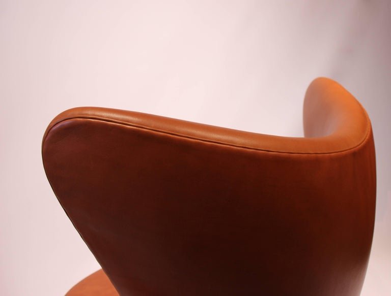 The Egg, Model 3316, Cognac Leather by Arne Jacobsen and Fritz Hansen For Sale 3