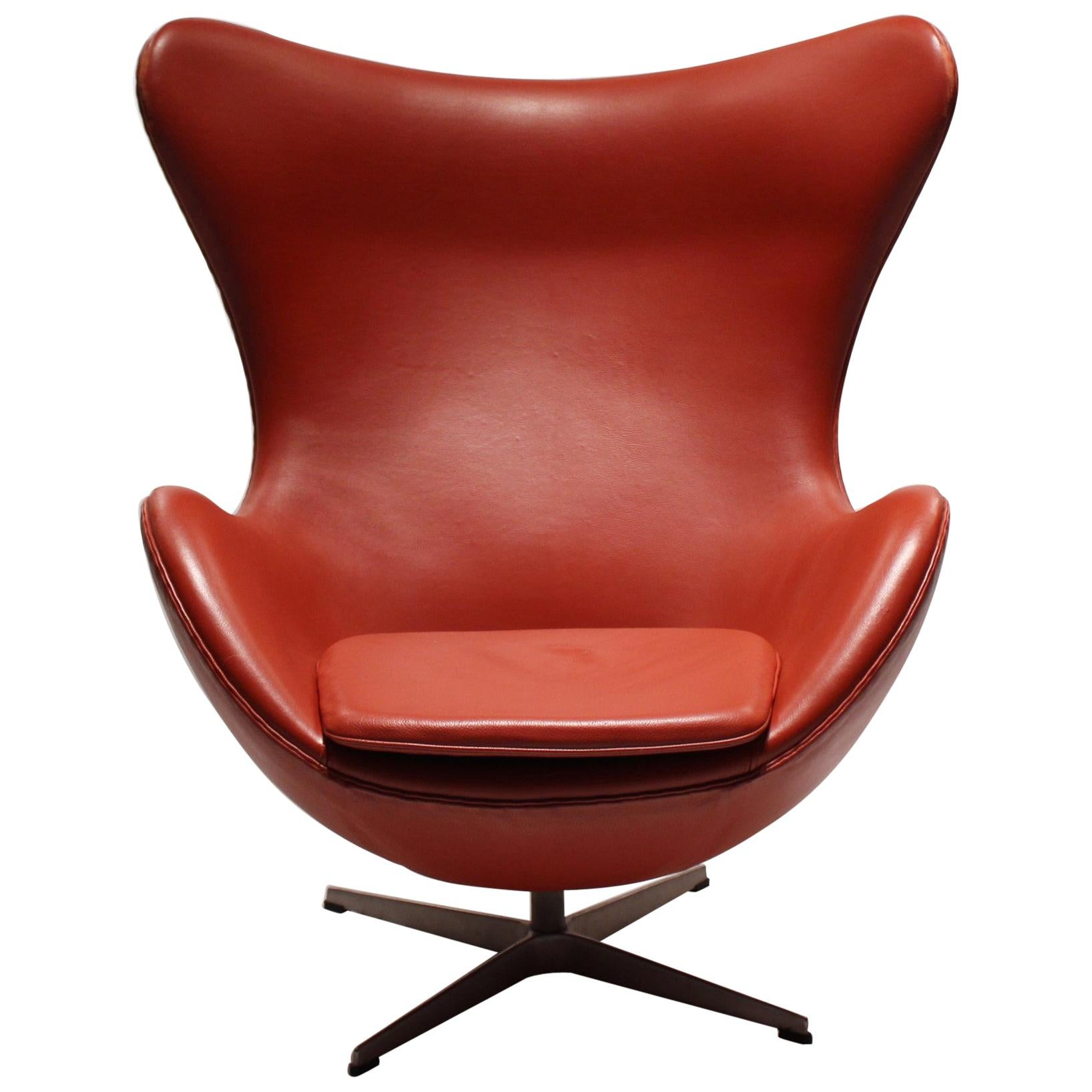 The Egg, Model 3316, Red Leather, by Arne Jacobsen and Fritz Ansen, 2001