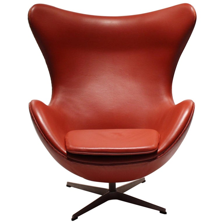 The Egg, Model 3316, Red Leather, by Arne Jacobsen and Fritz Ansen, 2001 For Sale