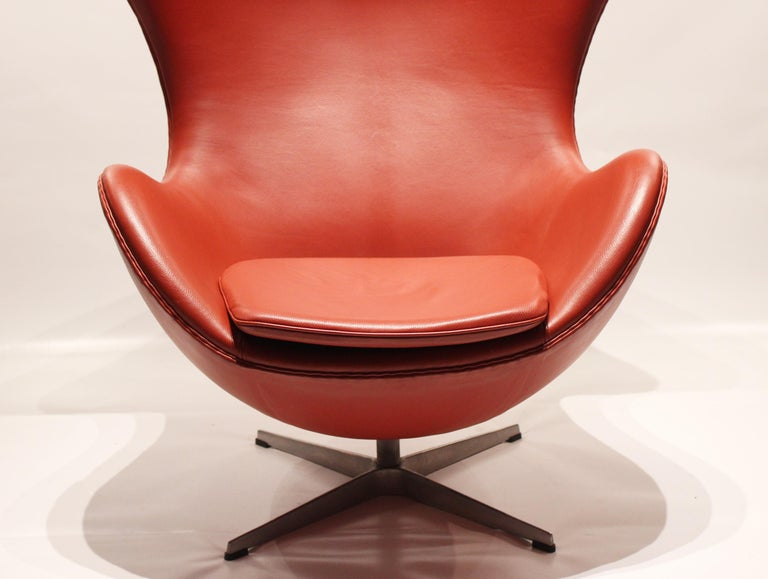 Danish The Egg, Model 3316, Red Leather, by Arne Jacobsen and Fritz Hansen, 2001 For Sale