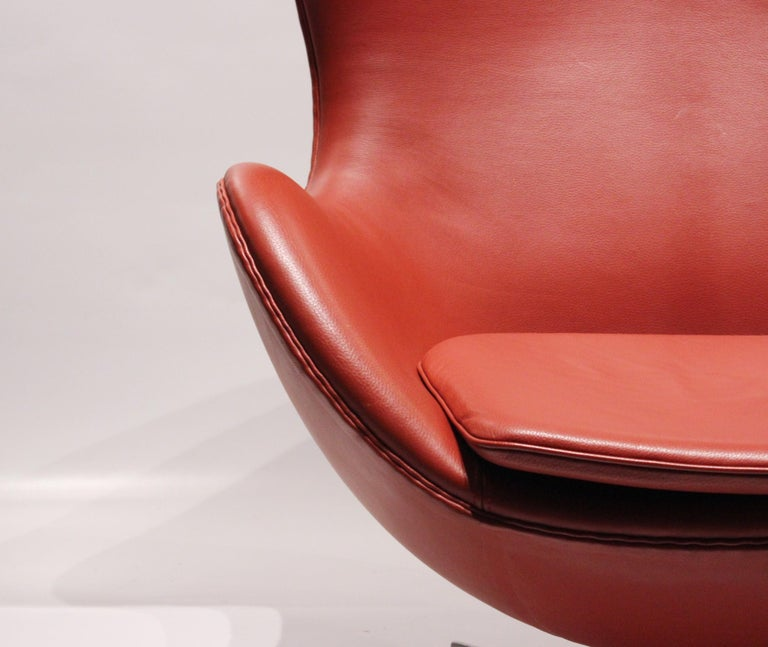 The Egg, Model 3316, Red Leather, by Arne Jacobsen and Fritz Hansen, 2001 In Good Condition For Sale In Lejre, DK