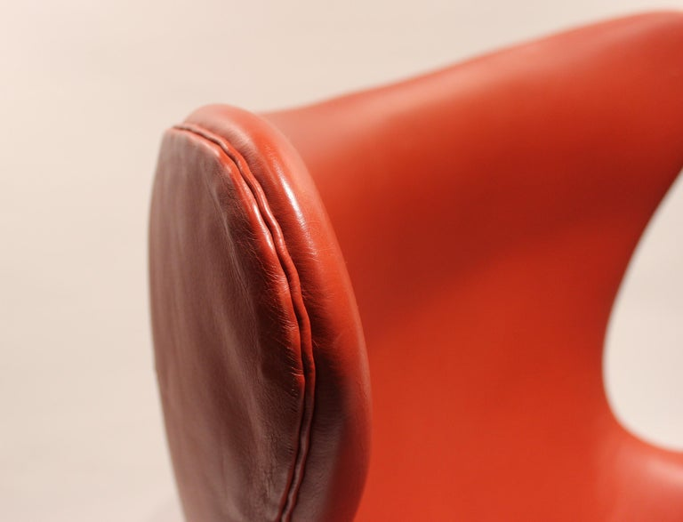Mid-20th Century The Egg, Model 3316, Red Leather, by Arne Jacobsen and Fritz Hansen, 2001 For Sale