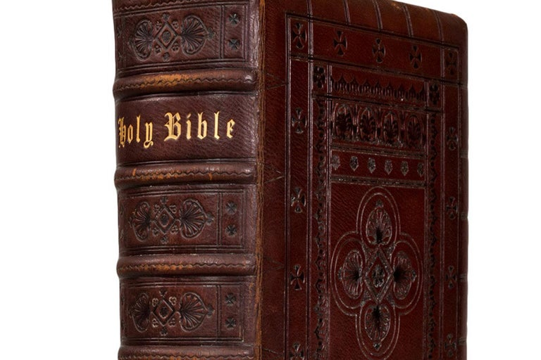 The Holy Bible In Good Condition For Sale In New York, NY