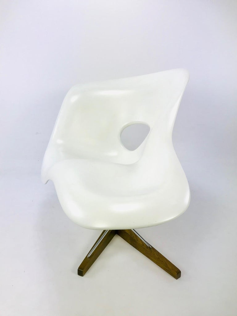 Mid-Century Modern The La Chaise Lounge Chair, Design by Charles & Ray Eames by Vitra For Sale