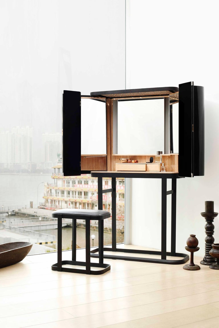The Narcissist is designed in China and is manufactured in Barcelona. It seems to be totally the opposite to what the world is doing, but is a sign of what's to come. In Lyndon and Rossana's works, features of contemporary western design converge
