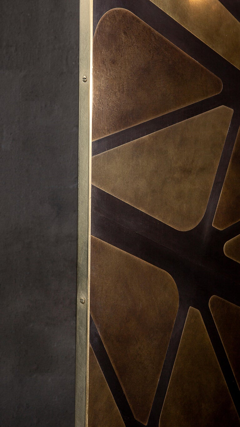 The QE2 Metal Marquetry Screen in Hand Patinated Brass For Sale 1