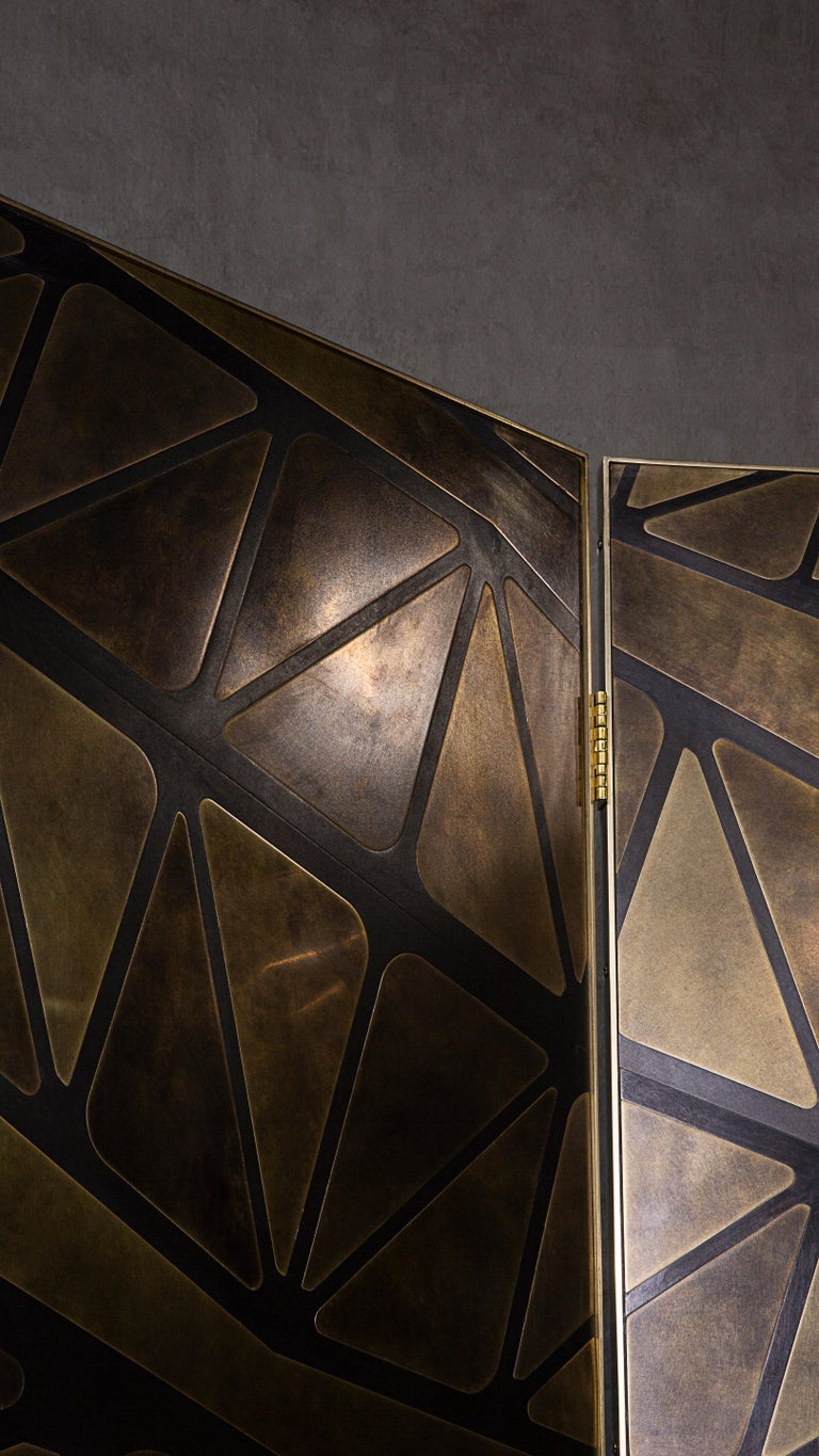 The QE2 Metal Marquetry Screen in Hand Patinated Brass For Sale 2