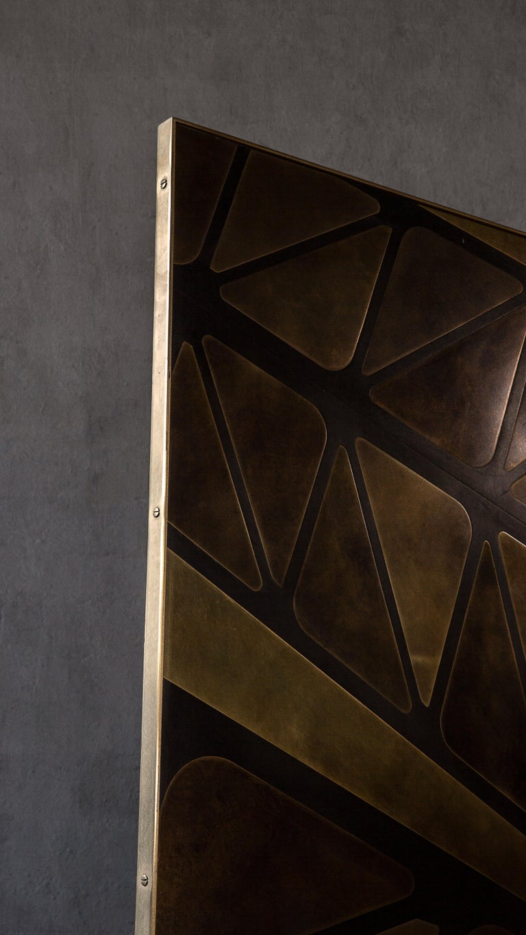 The QE2 Metal Marquetry Screen in Hand Patinated Brass For Sale 3