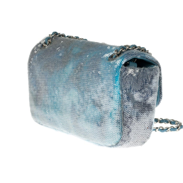 The Rare Chanel Timeless  Runaway Waterfalls Shoulder bag in blue sequins , SHW In Excellent Condition For Sale In Paris, Paris