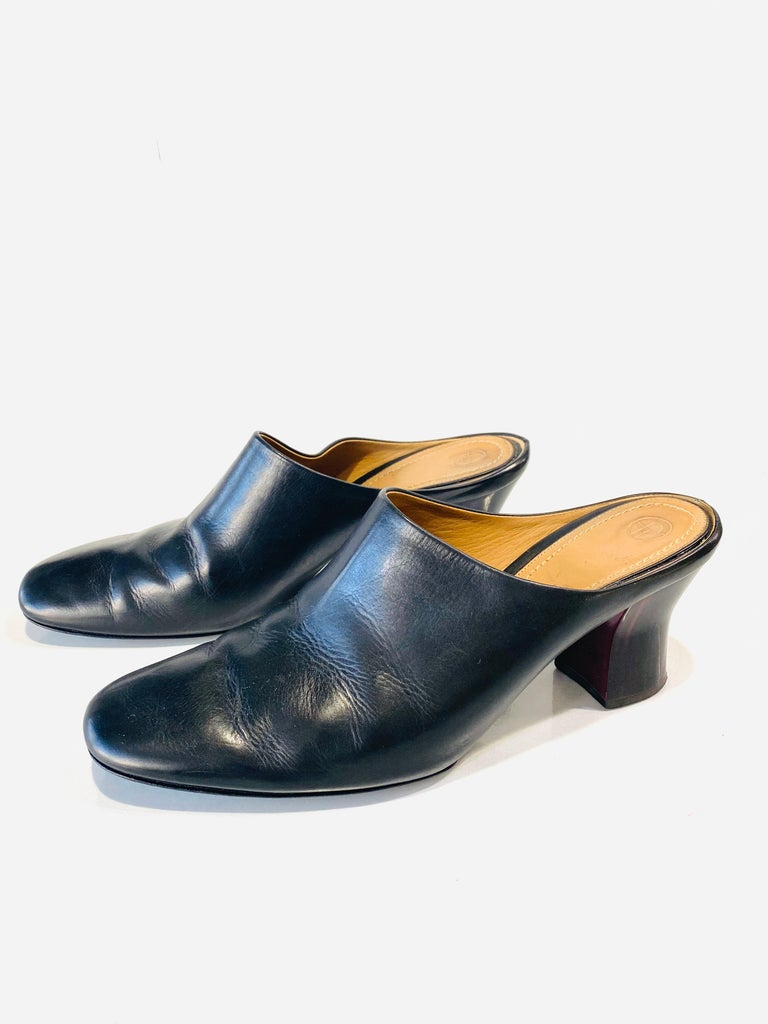 THE ROW Angela Resin Heel Mules Black/ Bordeaux Shoes Size 39.5 In Excellent Condition For Sale In  Beverly Hills, CA