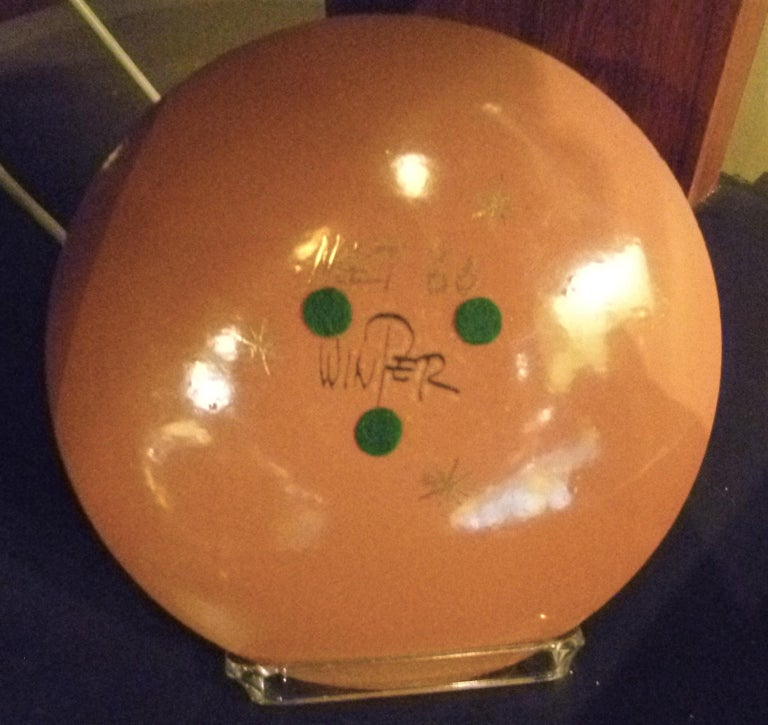 Thelma Winter Copper Enamel Celebration Plate 1966 Figaro Met Opera House NYC In Good Condition For Sale In Miami, FL