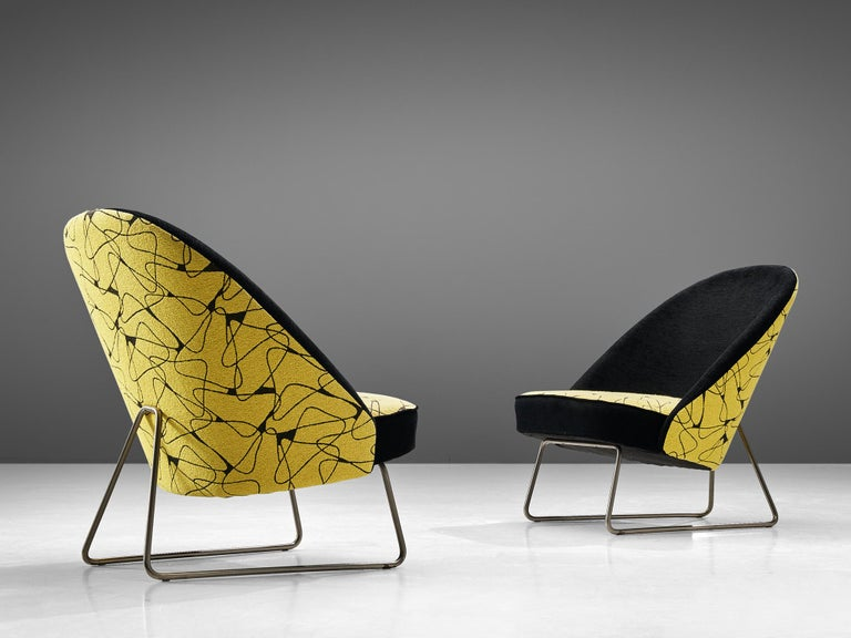 Theo Ruth for Artifort, pair of easy chairs model 115, metal and fabric, the Netherlands, 1958  A pair of easy chairs with a metal base, designed by Theo Ruth for the company Artifort. The chairs are upholstere with a midecentury graphic woven