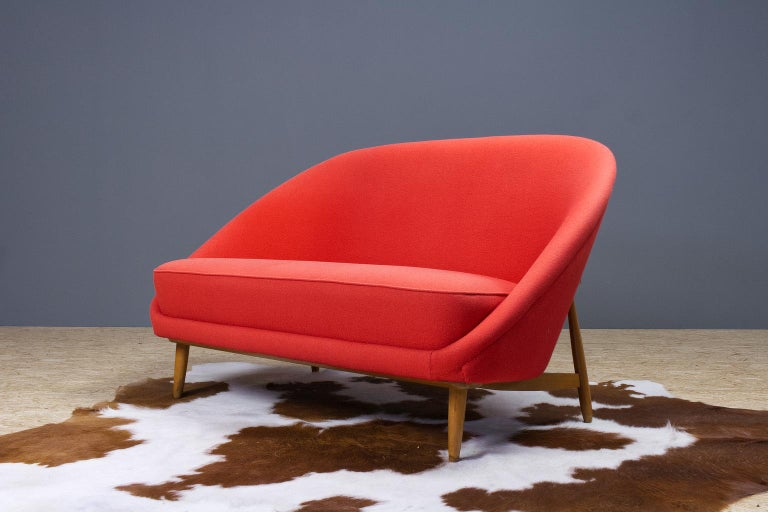 Theo Ruth sofa in red (model 115), for Artifort, The Netherlands. The back tilts slightly backward and has the recognisable natural flow and comfort of Ruth's design. This two-seat or love seat, has a great seating comfort. Item is marked with an