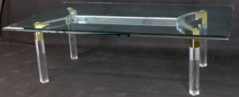 Thick Bent Lucite Brass Base Glass Top Large Rectangular Coffee Table In Excellent Condition For Sale In Rockaway, NJ