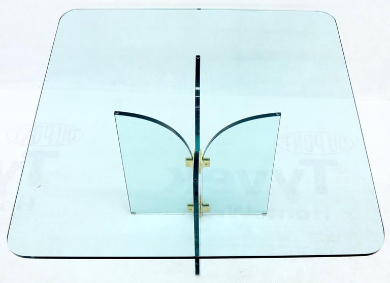 Thick Rounded Square Glass Top Dining Table on Thick Glass Pedestal Base In Good Condition For Sale In Rockaway, NJ